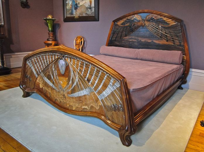 1024px-Dawn_and_Dusk_bed
