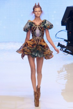 Alexander McQueen - Paris Fashion Week Spring/Summer 2010