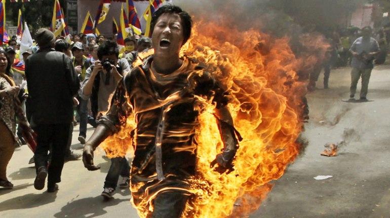 800_tibetan_monk_fire_ap_12-1