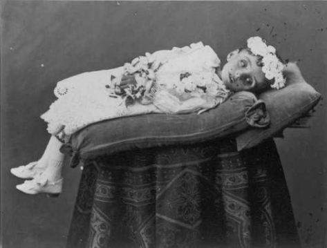 Victorian-death-photography1